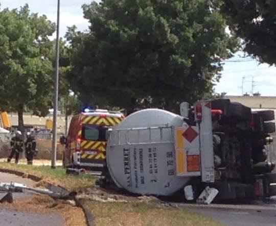 DIJON ( 21 ) : Un camion de carburant se couche, un blessé grave