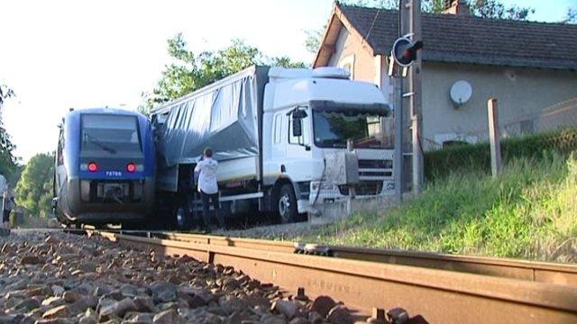 Aucun blessé dans l'accident entre un TER et un camion à Saint-Priest-Taurion en Haute-Vienne hier