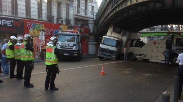 Encore un camion bloqué cours Lieutaud à Marseille (13)