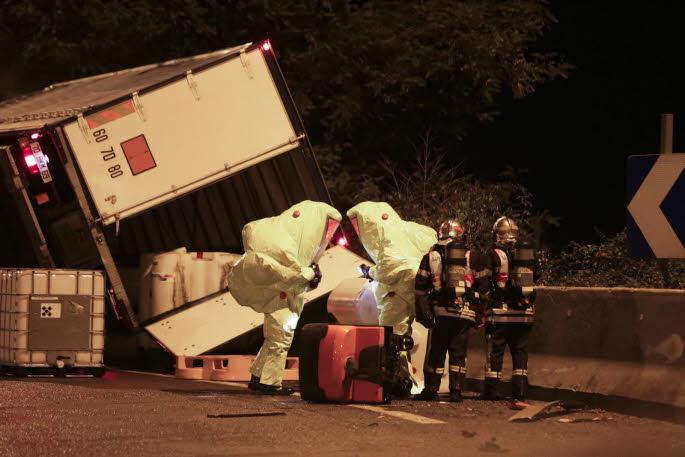 CHAMBERY (SAVOIE)   / Accident chimique sur la VRU : le conducteur roulait trop vite