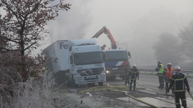Accident à Montauban-de-Bretagne (35) . Camion en feu, des bouchons importants