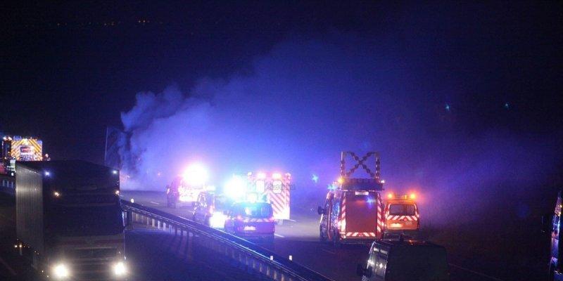 Camion en feu, frais d'envoi en fumée