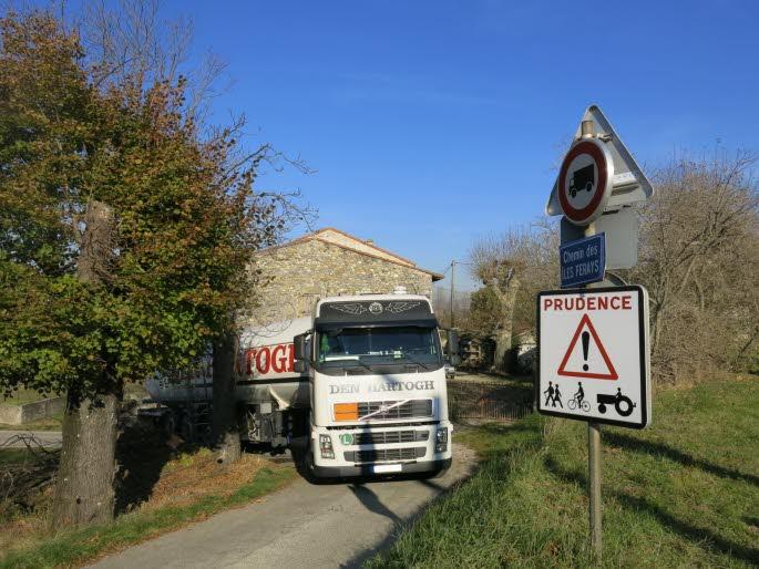 Tournon-sur-Rhône ( 07) : un camion rempli de gaz bloqué dans un virage<img302|center>