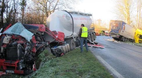 <img319|left>Pas-de-Jeu (86) /  Un chauffeur trouve la mort dans une collision de camions