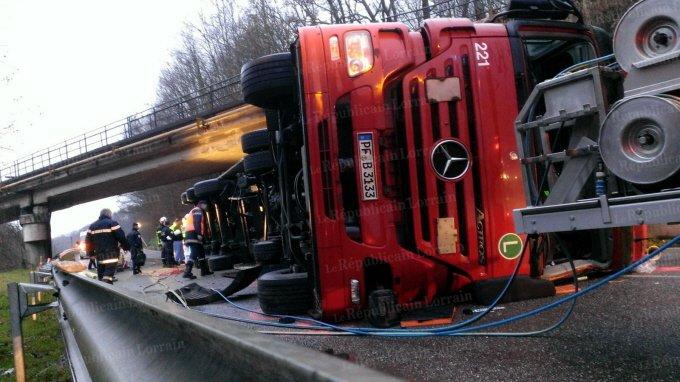 Le camion écrase la voiture : un mort entre Freyming et L'Hôpital