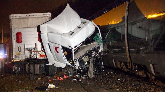Danger du GPS / Vosges : un TER percute un camion sur un passage à niveau à Docelles