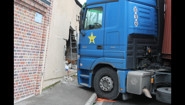 Saint-Sauveur (84) : Un piéton tué dans la glissade du poids lourd