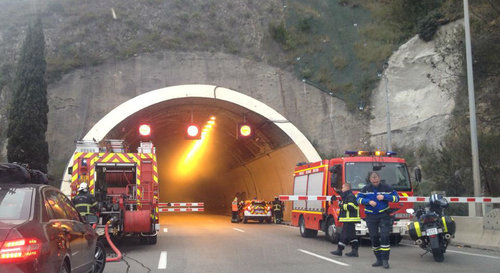 Camion en feu dans un tunnel à Nice: l'incendie maîtrisé, l'A8 rouverte