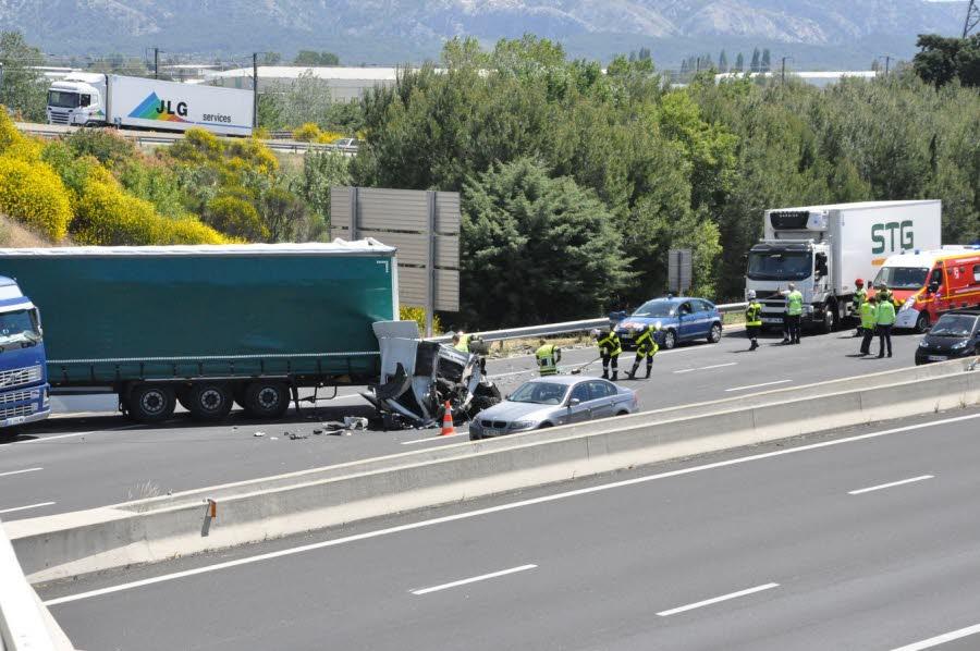 Une collision entre deux poids lourds paralyse l'autoroute A7