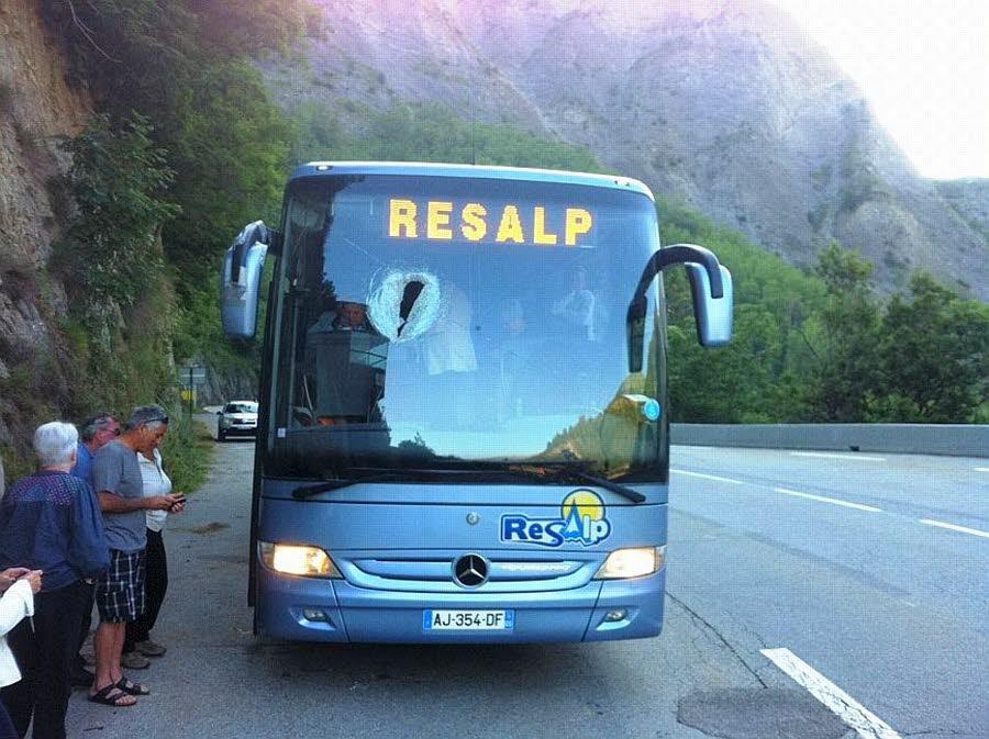 Un caillou de 10 kilos traverse le pare-brise du bus Briançon-Grenoble