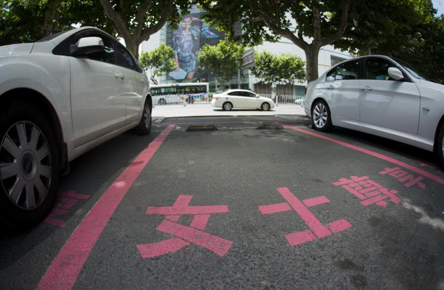 Humour :  CHINE / Des places de parking plus larges pour les femmes