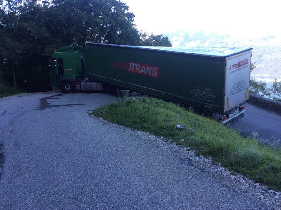 CHAMBERY  / Col de la Chambotte : un chauffeur de camion coincé après avoir suivi son GPS