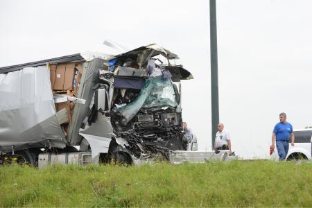 BELGIQUE/ Obourg: accident grave entre deux camions sur l'autoroute