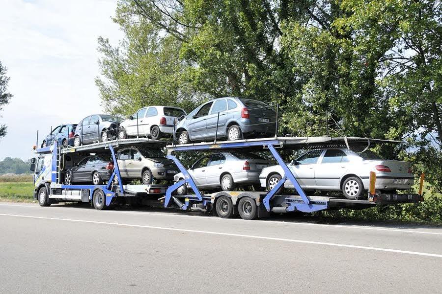 """Portes-lès-Valence (26) : un poids-lourd """"perd"""" une voiture sur le pont de la… Manivelle!"""