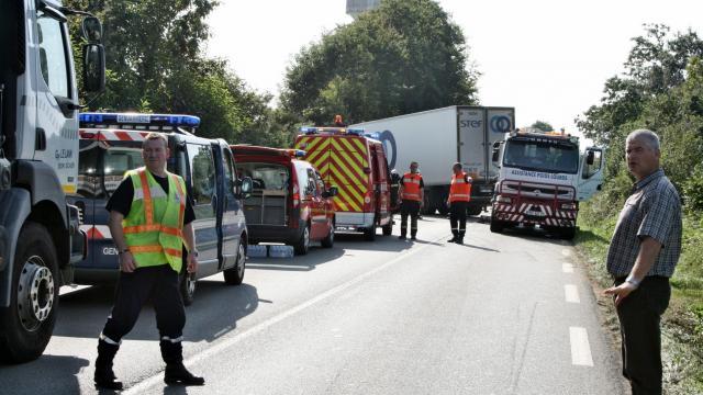 Coray (29) . Le camion percute un arbre : le conducteur tué