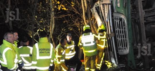LA CHAPELLE-DE-GUINCHAY  (71)  Le chauffeur aurait été sauvé s'il avait porté sa ceinture