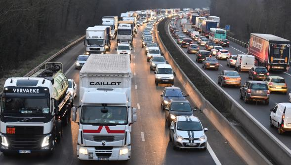 Les routiers « amplifient » le mouvement de grogne ce mercredi, opération escargot sur l'A1