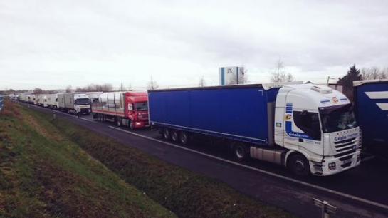Routiers en grève : encore des blocages à Toulouse, Rennes et Nantes