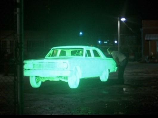 Des véhicules luminescents la nuit