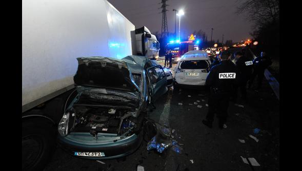 <img825|center>  Dunkerque : un automobiliste grièvement blessé dans une collision entre un camion et cinq voitures