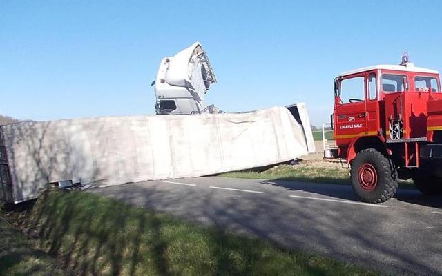 Indre – Luçay-le-Mâle, Valençay – Un camion en travers de la route