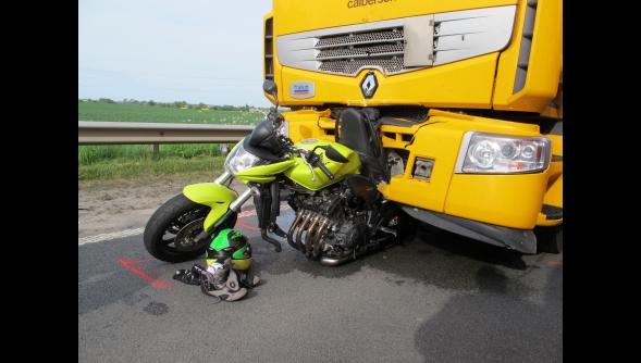 Hazebrouck (59) : deux blessés graves dans un accident entre un camion et une moto sur le contournement