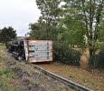 Blanzy (71) : un camion couché en contrebas de la RN70