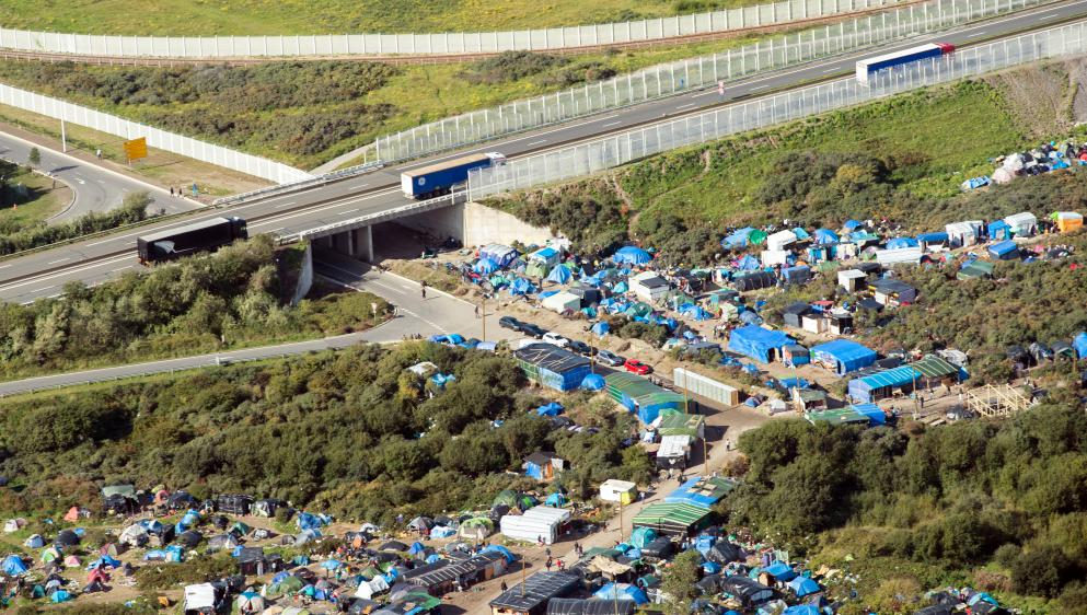 Migrants : 14 personnes retrouvées vivantes dans un camion frigorifique dans le Pas-de-Calais