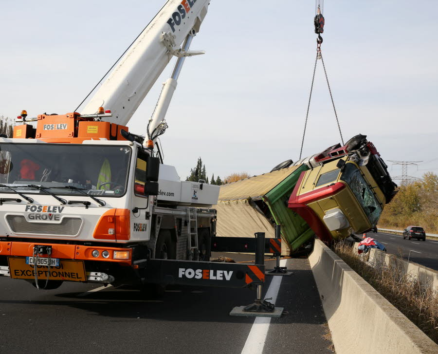 L'A7 coupée après un accident de camion