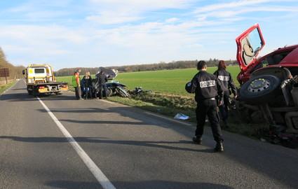 Forges (77) : deux jeunes filles de 15 et 22 ans tuées dans un accident avec un camion