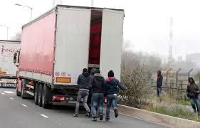 Aisne: 13 migrants retrouvés sains et saufs dans un camion frigorifique
