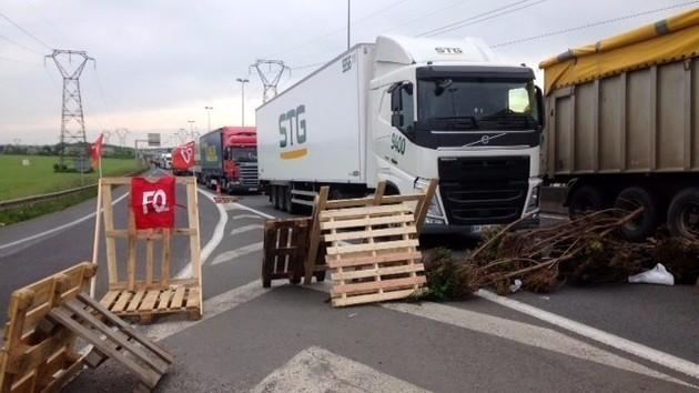 Blocages routiers, pénurie d'essence, grève SNCF… faut-il s'attendre à une journée noire encore demain jeudi 19 mai ?