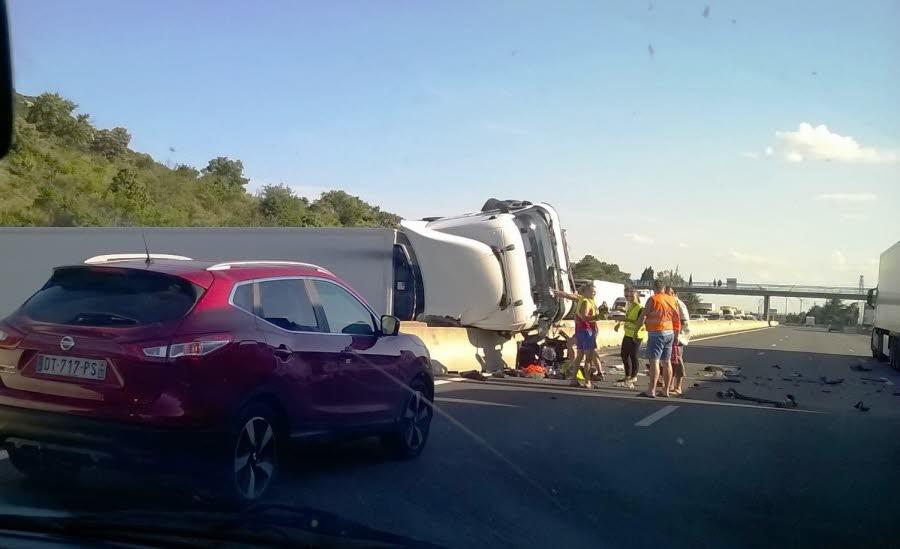 DRÔME / DONZERE L' A7 bloqué par un poids lourd accidenté : le chauffeur est décédé
