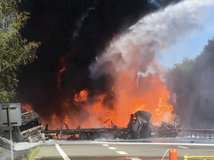 NORD-ISERE / LA BATIE-MONTGASCON  A43 : un mort et un blessé grave dans un accident, l'autoroute coupée dans les deux sens