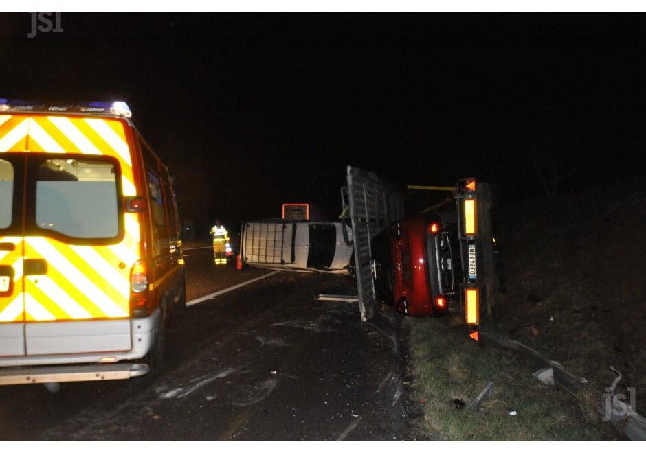 TOURNUS / Accident sur l'A6 : un camion percute une voiture arrêtée sur la bande d'arrêt d'urgence