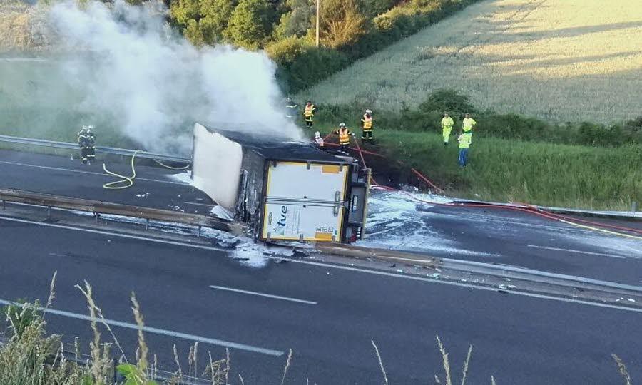 ISÈRE Camion couché à Cessieu : l'autoroute A43 coupée dans les deux sens de circulation