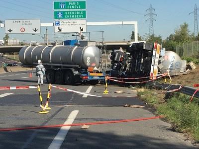 Le préfet du Rhône déclenche le plan Orsec Transports de matière dangereuse entre l'A7 et la D12