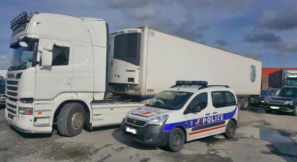Camion fou sur l'A16 : six mois ferme pour le chauffeur… qui est dans la nature