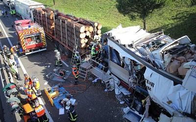 Carambolage de 6 camions sur la N10: deux routiers étrangers décédés