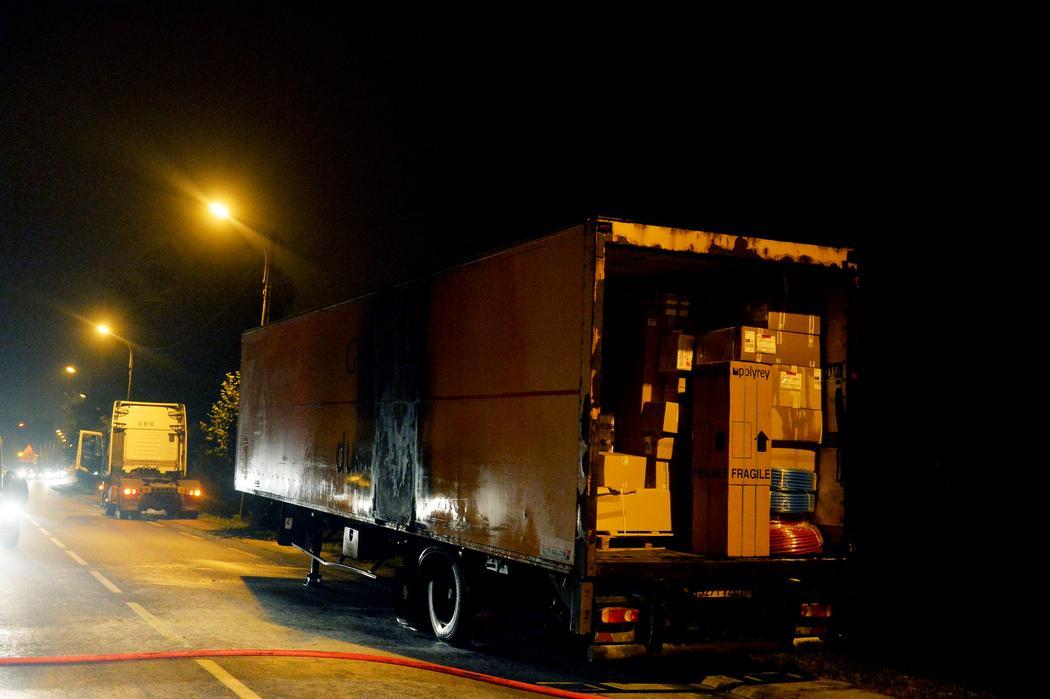 Les pneus d'un camion éclatent et mettent le feu à la remorque sur la RN 21 à Limoges