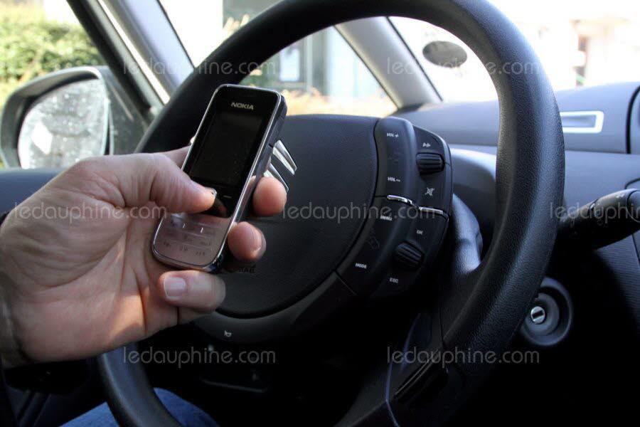 SÉCURITÉ / Téléphoner au volant : c'est interdit, même à l'arrêt