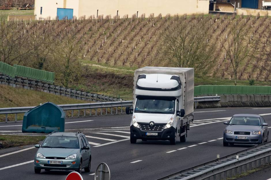 Transport. Ces camionnettes de l'Est zigzaguent avec la loi