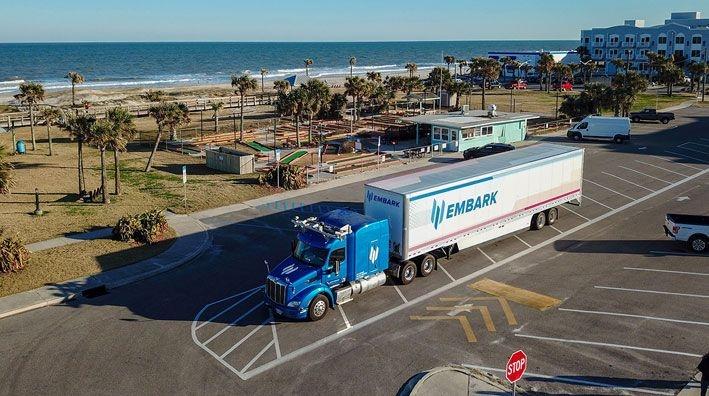 Embark réalise un trajet de 3 800 km avec un camion semi-autonome