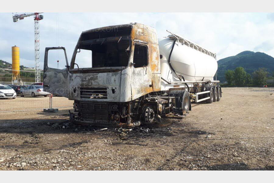 SUD-ISERE Voiron : le corps d'un homme retrouvé à côté d'une cabine de camion en feu