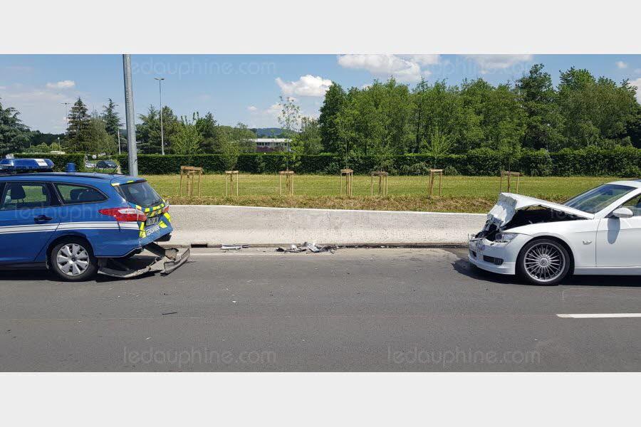 NORD-ISÈRE Sa BMW de 360 CV s'encastre dans la voiture des gendarmes à Villefontaine
