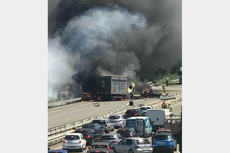 VEDÈNE (84)  /  Quatre morts dans un grave accident sur l'A7