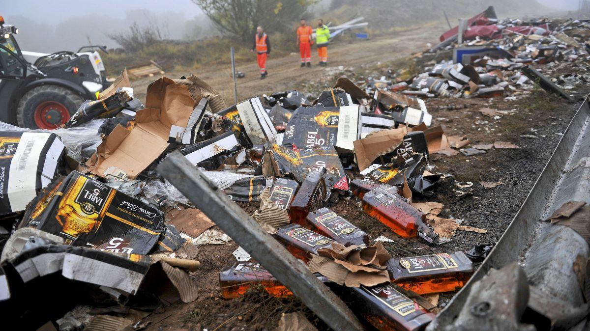 Aveyron : un camion chargé de bouteilles de Whisky se couche sur l'autoroute A75