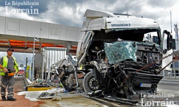 Le camion de l'EST fonce dans le péage de Saint-Avold : le chauffeur était ivre mort