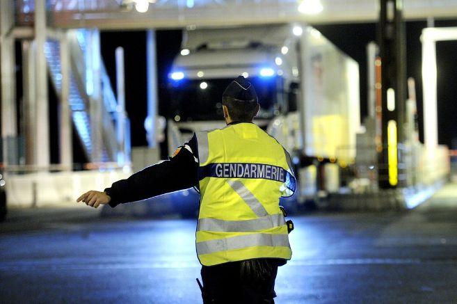 Jusqu'à 33 heures de volant sans pause : un chauffeur routier en infraction sur l'A20