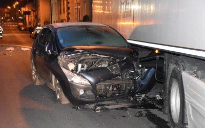 Un camion percute 7 voitures garées avenue de la République à Saint-Flour (Cantal)